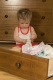 选择帽子的婴孩 免版税库存图片