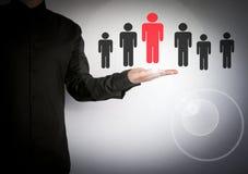 选择正确的伙伴的商人从许多候选人 云彩和应用软件象 免版税库存照片