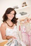选择衣裳方式愉快的销售额购物妇女 库存图片