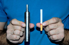 选择香烟的种类概念 库存图片
