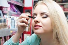 选择make_up的女性事 免版税图库摄影