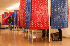 选民在曼彻斯特,新罕布什尔,美国, 11月 4 库存图片