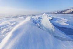 透明冰川 33c 1月横向俄国温度ural冬天 Baikal湖冰漂泊  免版税库存照片