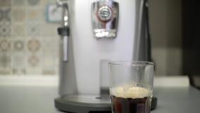 透明杯咖啡 咖啡浓咖啡风险长的设备照片准备进程 股票视频