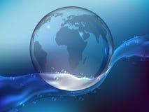 透明的水飞溅与下落的 行星地球由玻璃制成在海洋 现实样式 Vect 免版税库存照片