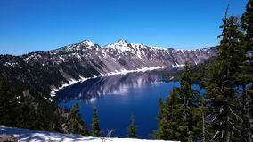 透明的湖水公园俄勒冈 库存图片