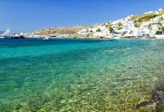 透明的水在米科诺斯岛海岛,基克拉泽斯,希腊 库存图片