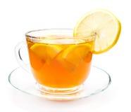 透明茶与柠檬切片的 免版税库存照片