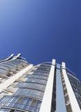 透视和下面角度图大厦 免版税库存图片