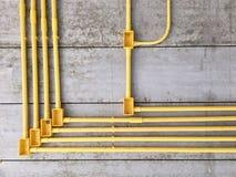透视在水泥天花板的pvc管道在设施下在房子里建设中 免版税库存照片