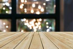透视木头和bokeh轻的背景 免版税图库摄影