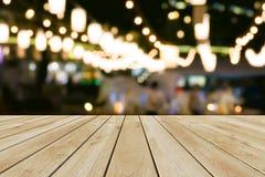 透视木头和bokeh轻的背景 库存照片