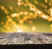 透视被构造与美好的迷离的顶面老木桌 免版税图库摄影