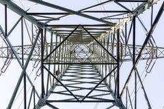 从透视里边的电子塔 库存照片