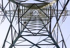 从透视里边的电子塔 库存图片