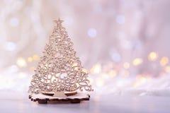 透雕细工圣诞树木象与诗歌选的在bo点燃 免版税图库摄影