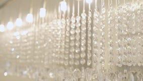 递下来从天花板的玻璃装饰行 影视素材
