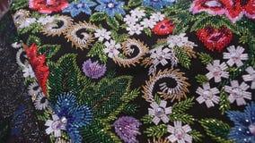 递与小珠,珍珠,与样式共同的传统乌克兰样式的衣服饰物之小金属片的刺绣 股票录像