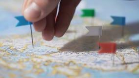 递做别针标记在加拿大地图,旅行目的地,公司分部 股票视频