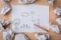 递凹道在白色笔记本纸的可爱的家庭与的铅笔 库存图片