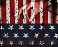 递手指为给在美国旗子背景 库存图片