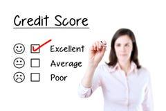 递把与红色标志的校验标志放在优秀信用评分评价表上 查出在白色 免版税库存照片