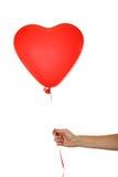 递拿着一个红色心脏气球被隔绝在白色 库存图片