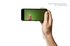 递拿着智能手机,在白色背景的黑屏 免版税图库摄影