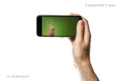递拿着智能手机,在白色背景的黑屏 免版税库存照片
