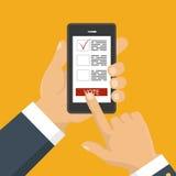 递拿着有投票的app智能手机在屏幕上 图库摄影