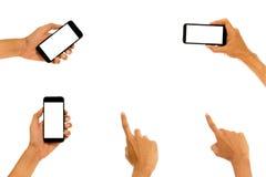 递拿着有白色屏幕的流动巧妙的电话 免版税库存图片
