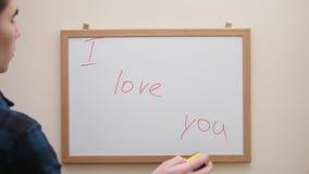 递文字和删掉题字我爱你与在白板的红色标志 影视素材