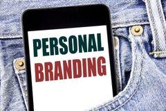 递文字文本显示个人烙记的说明启发 在智能手机写的品牌大厦的企业概念在 库存图片
