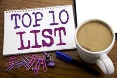 递文字文本显示名列前茅10十张名单成功十名单的说明启发企业概念写在的便条纸 免版税库存照片