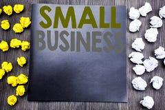 递文字文本显示小企业的说明启发 Family的Owned Company企业概念被写在没有笔记薄的笔记 免版税库存照片