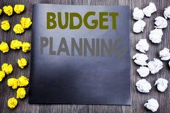 递文字文本显示预算计划的说明启发 财政预算的企业概念写在没有笔记薄的笔记 免版税库存照片