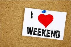 递文字文本说明我爱愉快的周末概念意思假日休息日在s写的庆祝爱的启发陈列 库存图片