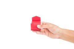 递藏品被打开的红色礼物盒,隔绝在白色背景 免版税图库摄影