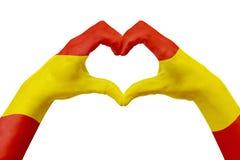 递西班牙的旗子,塑造心脏 国家标志的概念,隔绝在白色 免版税库存照片