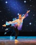 递身体步和腿位置-基本的舞蹈培训班 图库摄影