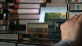 递采取从图象播放机的录影并且投入它近 股票视频