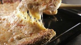 递采取薄饼,熔化乳酪水滴 影视素材
