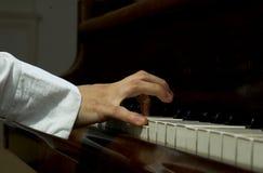 递钢琴 免版税库存照片
