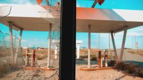 66途径 危机路66给加油的打破的窗口慢动作录影 老肮脏的离开的加油站 U S 闭合 影视素材