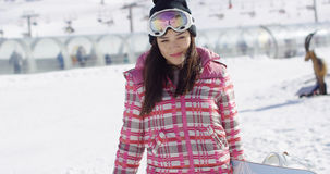 逗人喜爱和愉快的女性亚裔挡雪板 免版税库存照片