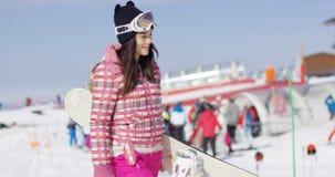 逗人喜爱和愉快的女性亚裔挡雪板 免版税库存图片