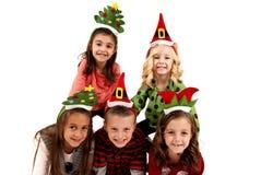 逗人喜爱圣诞节帽子微笑的五个孩子 库存图片