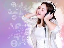 逗人喜爱女孩纵向唱歌少年 库存图片