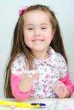 逗人喜爱微笑的女孩雕刻 免版税库存图片