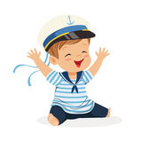 逗人喜爱微笑的小男孩字符佩带水手打扮坐地板五颜六色的传染媒介例证 库存例证